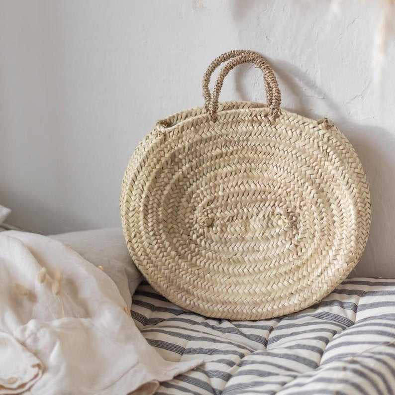 Medium round straw basket