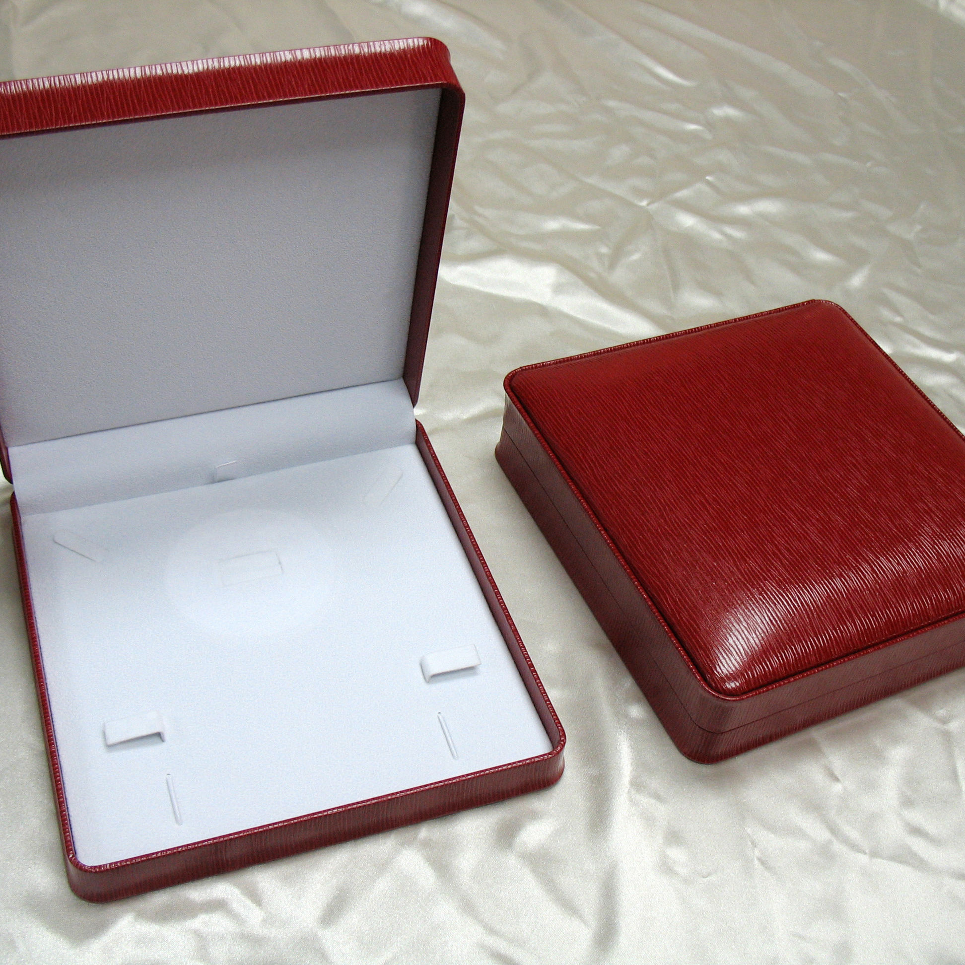 Chinese Red Leatherette jewelry boxes Necklace boxes for gift packaging boxes