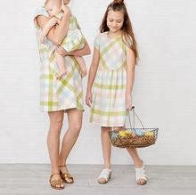 Good Quality Latest Mother Daughter Printed Mix Color Checks Simple Sober Mom And Me Dress
