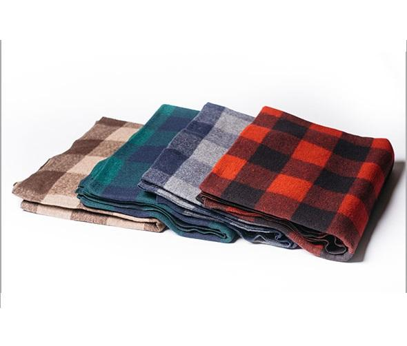 Donation Blankets Made von 100% Recycled Wool