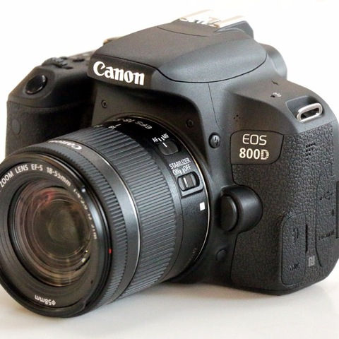 Canon 800D T7i DSLR Camera Body & 18-55mm Lens