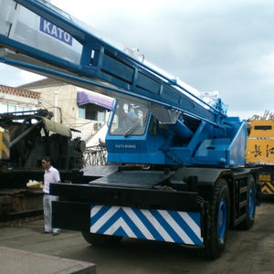 Good performance used kato 25 ton rough terrain crane KR25 japan made crane for hot sale