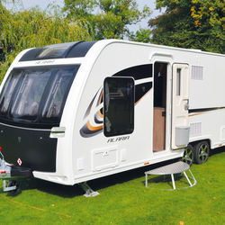 Luxury caravan trailer LUNAR ALARIA TI (2018) Model