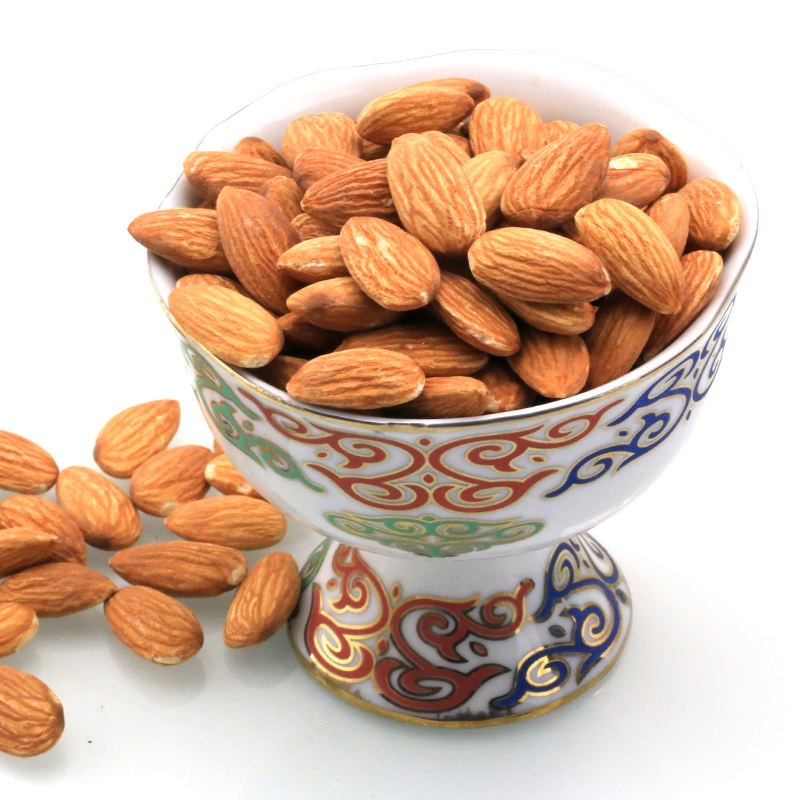 Almond nuts in kernels, bitter/ And Sweet almond/ Raw