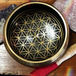 Flower of Life Metal Brass Singing Bowl for Sound Healing Meditation and Yoga Hammered Heart Chakra Hammered Singing Bowl