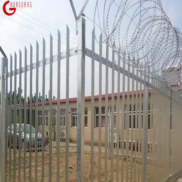 卸売ピケット鋼フェンシング塔保護スチール柵フェンスかみそりワイヤー