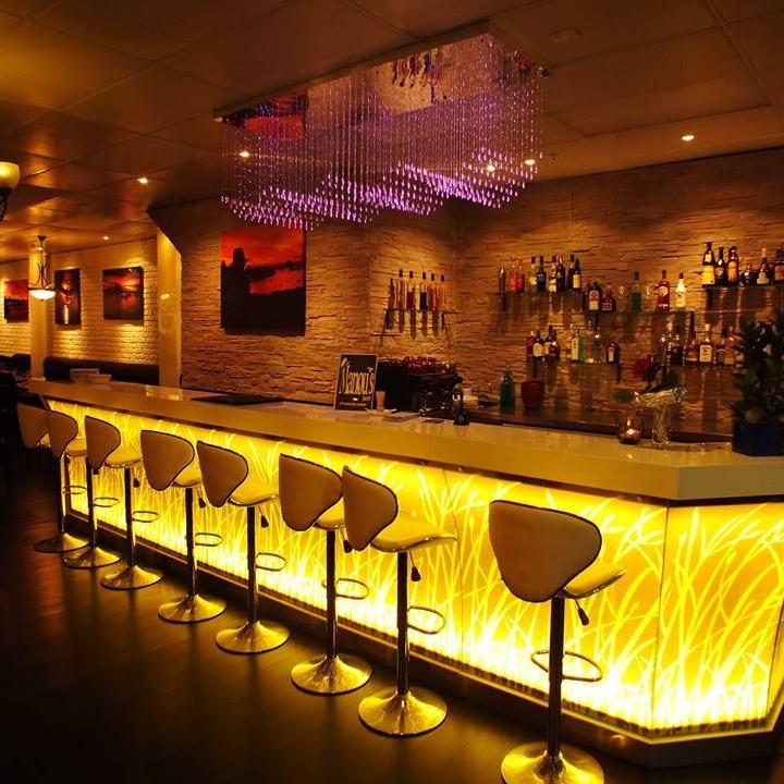 Moderne Barber Shop Weiß Feste Oberfläche Rezeption Salon Restaurant Bar Zähler Für Verkauf Mit Led Licht