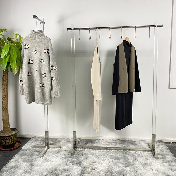 Factory Supply Metal Clothes Display Shelves <span class=keywords><strong>Showroom</strong></span> Interior Design