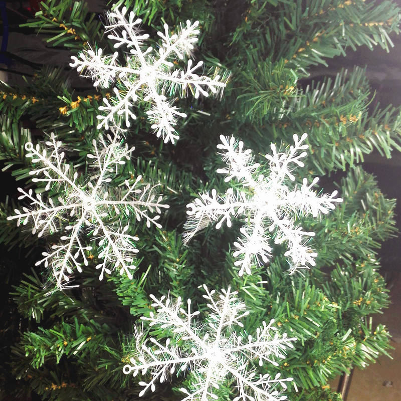 Fashion Cheap New Year Home Decoration 3D Snow Christmas Tree Festival Decoration 11CM White Glitter Hanging Stick Snowflake