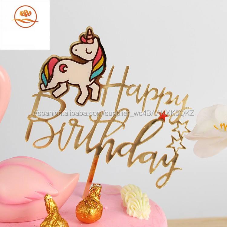 """Decoración para tarta de cumpleaños con texto en inglés """"Happy Birthday"""" y patrón de unicornio."""