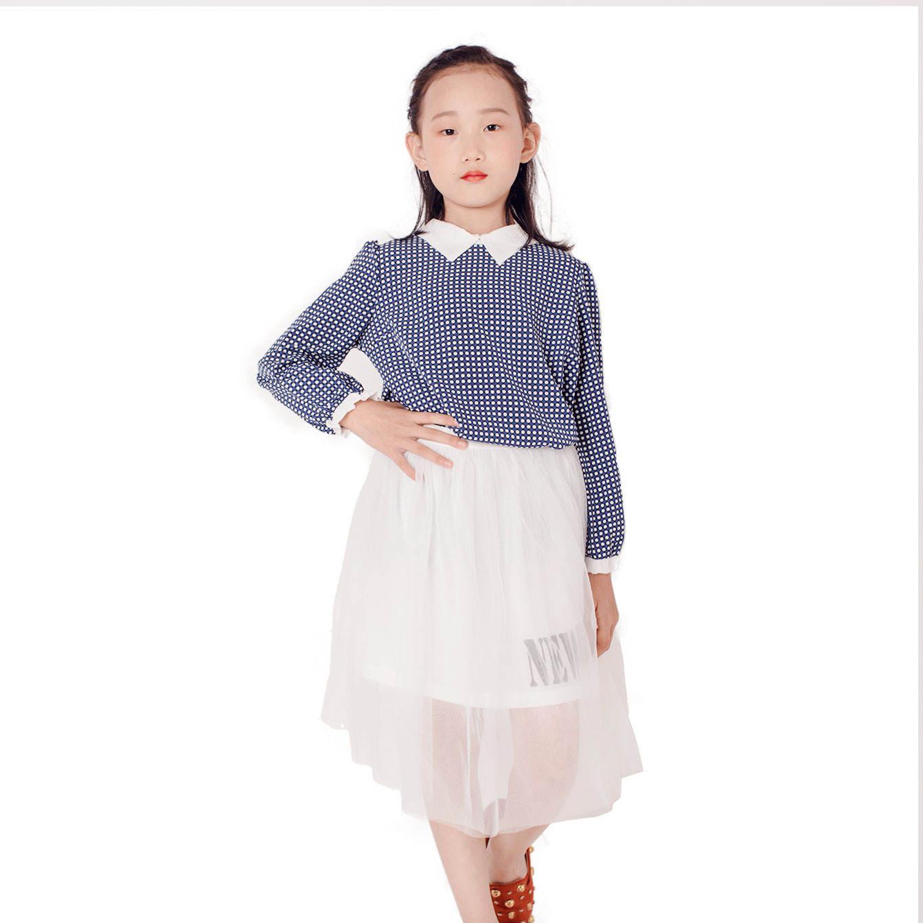 2021 الربيع والخريف النسخة الكورية <span class=keywords><strong>بوتيك</strong></span> بسيطة وأنيقة الأزرق و نقاط بيضاء قميص طويل الأكمام و تنورة الحجاب الأبيض مجموعة