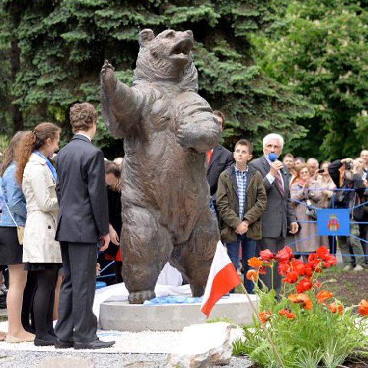 مسبك في الهواء الطلق حديقة <span class=keywords><strong>النحت</strong></span> الحياة حجم <span class=keywords><strong>البرونزية</strong></span> جندي الدب تمثال نصب كشفت