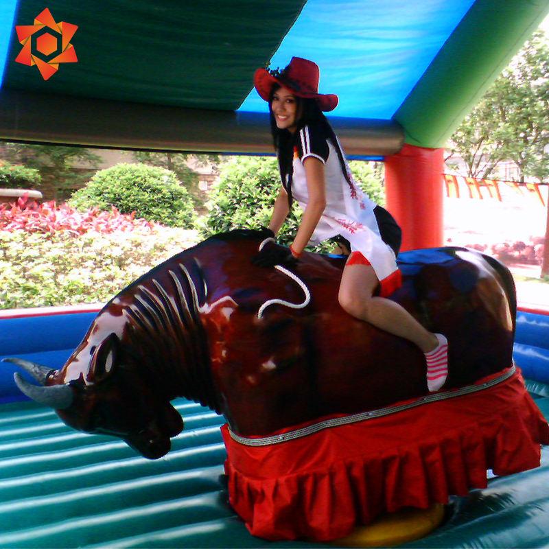 Inflável elétrica equitação vermelha crianças touro <span class=keywords><strong>mecânico</strong></span> rodeio touro inflável gigante