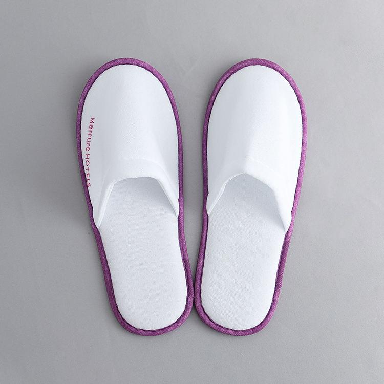 Personalizado Branco Fechado do dedo do pé de veludo e roupa de cama do hotel Chinelo com Logotipo Bordado