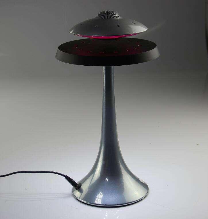 Nueva llegada UFO diseño 360 grados altavoz inalámbrico levitación magnética altavoz portátil Led flotante piscina altavoces