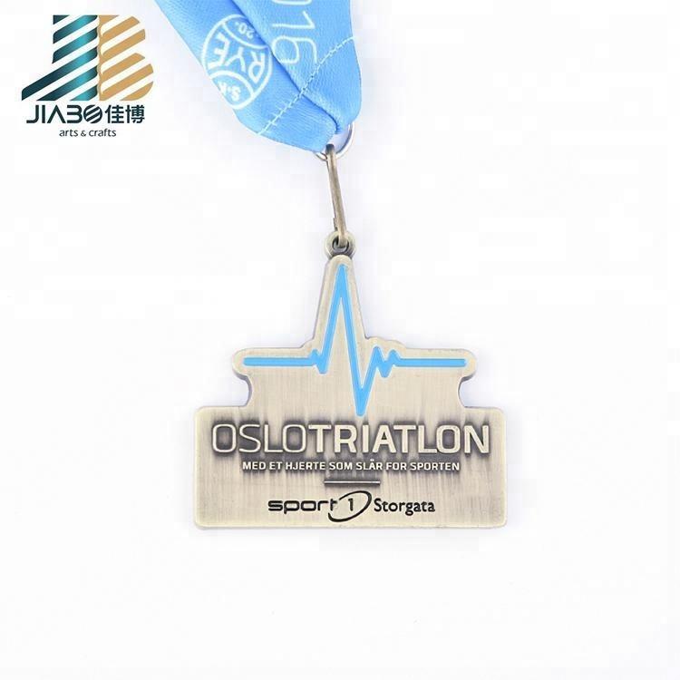 Pas cher Métal Artisanat Trophée Personnalisé Triathlon Médaille Titulaire