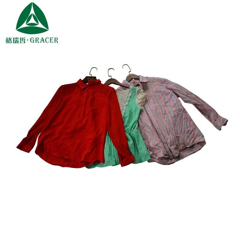 Usado partes superiores das senhoras roupas de segunda mão por kg de roupas usadas a partir de tailândia