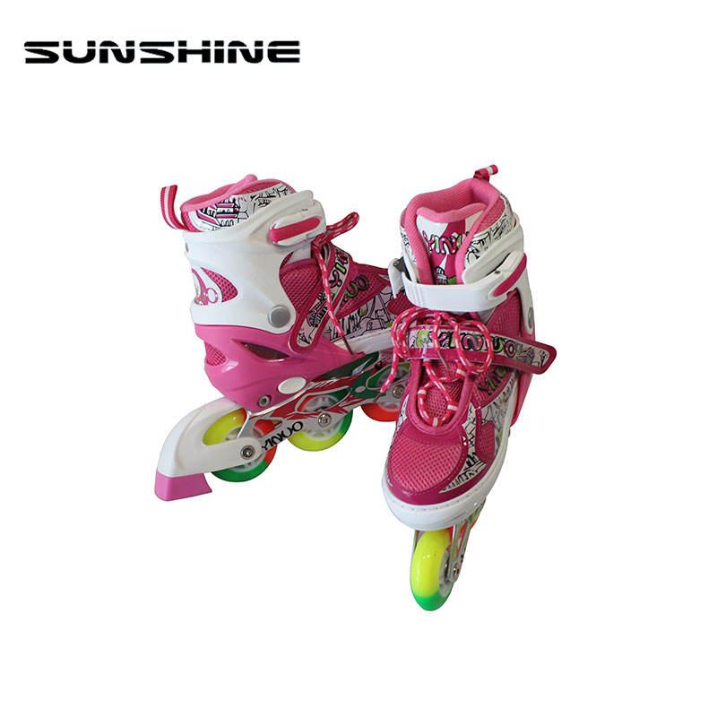 安いインライン取り外し可能なローラースケート靴点滅ローラースケートの車輪