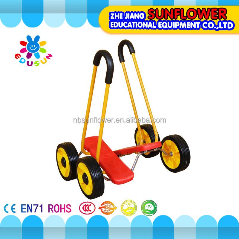 バランスのおもちゃ子供好きな四輪手すりバランストランプル車のおもちゃ