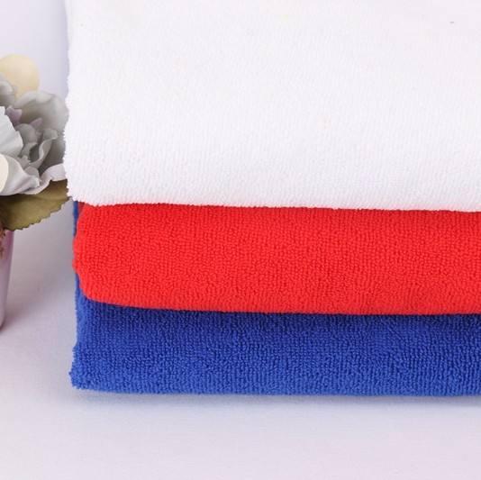 Stock de haute qualité 100% polyester chaîne super microfibre serviette de bain tissu par mètre