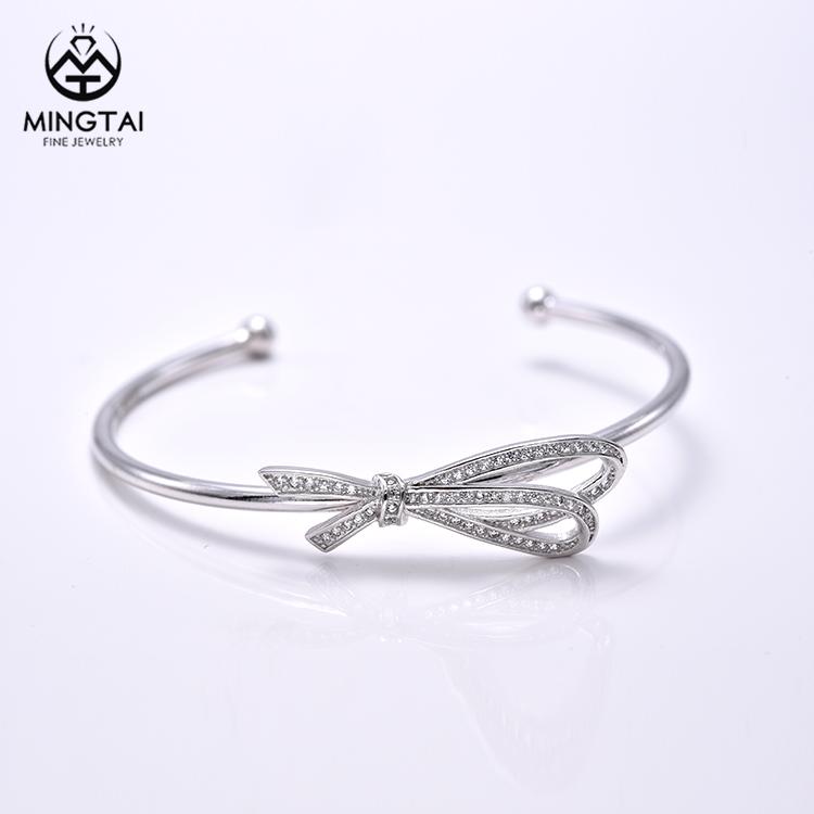 Alibaba Venta caliente <span class=keywords><strong>Bowknot</strong></span> bangle pulseras del encanto con zirconia cúbico blanco, brazaletes de plata para las mujeres