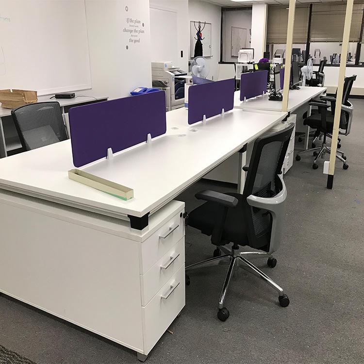 estação de trabalho moderna aberta alta tecnologia <span class=keywords><strong>da</strong></span> tabela de trabalho do escritório do projeto do branco para a <span class=keywords><strong>empresa</strong></span> de TI