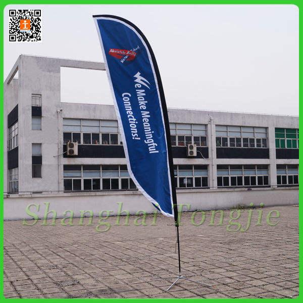 stands de bannière affiche un mât de drapeau en plein air