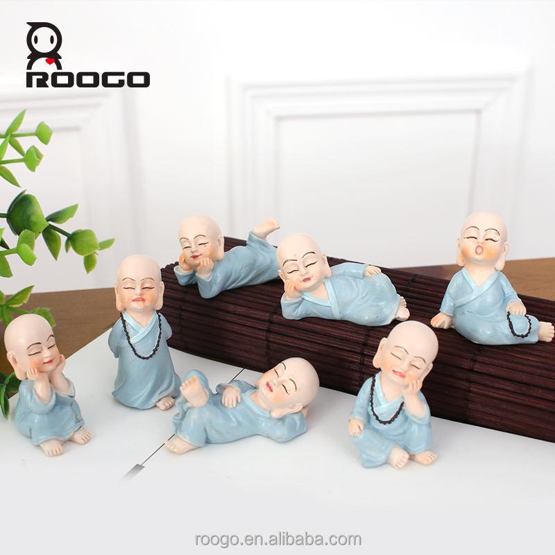 Roogo resina artesanía diferente forma pequeño monje estatua <span class=keywords><strong>de</strong></span> <span class=keywords><strong>buda</strong></span> religiosa escritorio gnome jardín escultura decoración