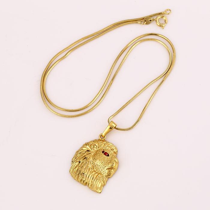 31550 Xuping China 24K color oro modelo barato forma de <span class=keywords><strong>león</strong></span> <span class=keywords><strong>ojo</strong></span> de diamante rojo estilo original collar para hombres