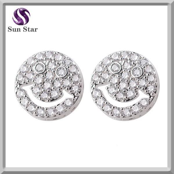 Baixo moq jóias de prata 925 rodada limpar CZ brincos com sorriso grande padrão
