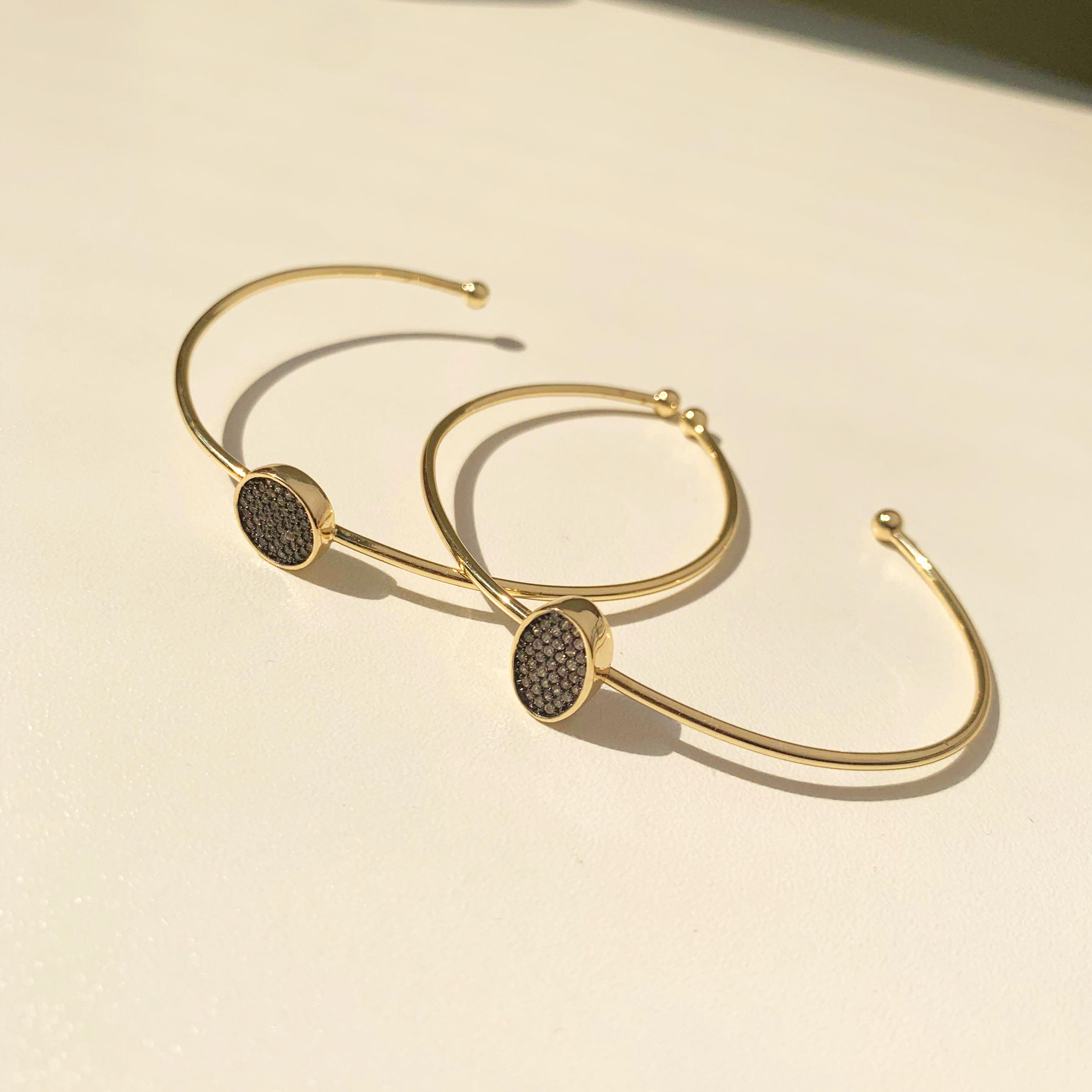 Fieico — Bracelet pour femmes, ensemble de deux jeux d'ouverture ajustable à longueur de manchette, en or CZ, vente en gros