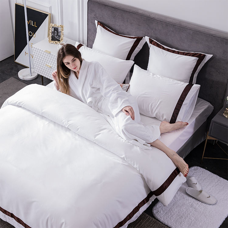 Atacado barato Consolador Capa Folha de Cama Do Hotel Conjunto 100% Algodão Branco Bordado 5 estrela Conjuntos de Roupa De Cama Do Hotel de Luxo