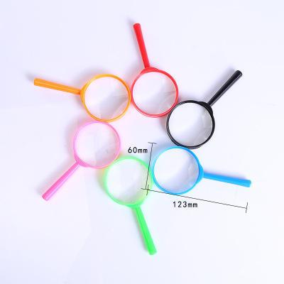 الأسهم 60 مللي متر الملونة <span class=keywords><strong>البلاستيك</strong></span> المكبر مقبض الاكريليك 3x عدسة مكبرة <span class=keywords><strong>لعبة</strong></span> للأطفال