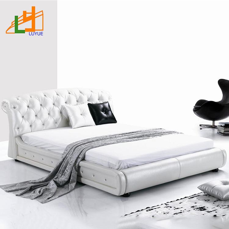 Muebles de dormitorio de clase alta de estilo europeo cama blanda de cuero king size moderna con mesa lateral