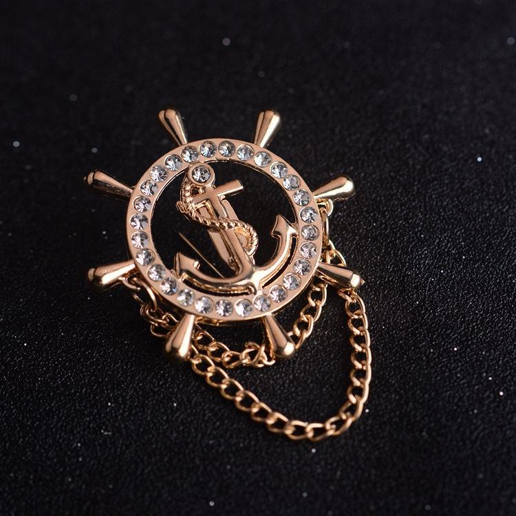 Original de metal retail homens marinha leme broche com diamante