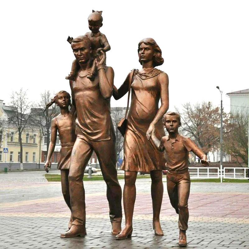 La vida al aire libre tamaño feliz familia de cinco <span class=keywords><strong>escultura</strong></span> de bronce para venta