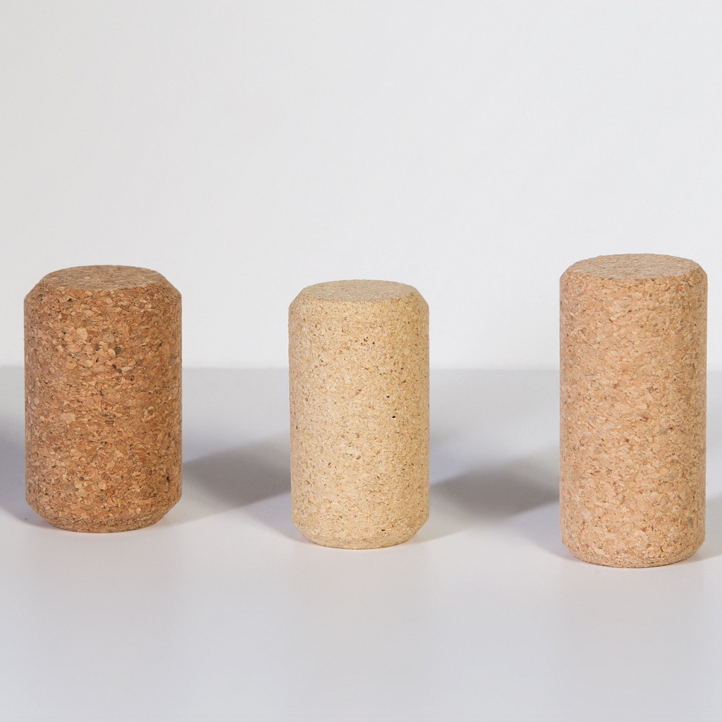 Agglomerated cork Closures for Champagne or fast consumption Wines